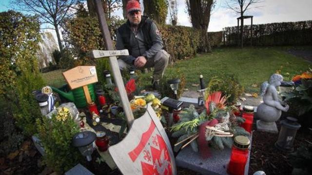 صبي يرغب بوضع شعار دورتموند على قبره
