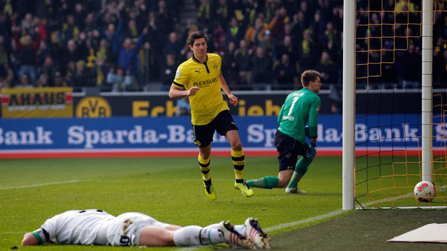 bvb h96 netted again lewa 628