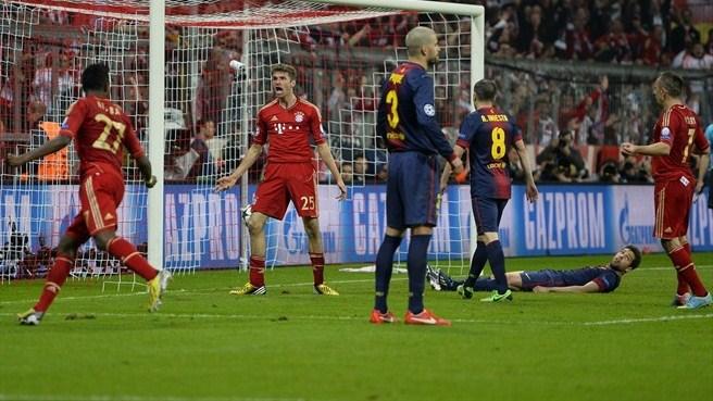 فرحة لاعبي بايرن ميونخ لحظة تسجيل الهدف الرابع في شباك برشلونة