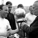 اختير نجم نادي هامبورغ، أوفيه زيلَر، أفضل لاعب في الدوري الألماني لعام 1964
