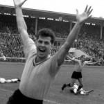 تيمو كونيتسكا مِن فريق دورتموند سجل أول أهداف الدوري الألماني على الإطلاق