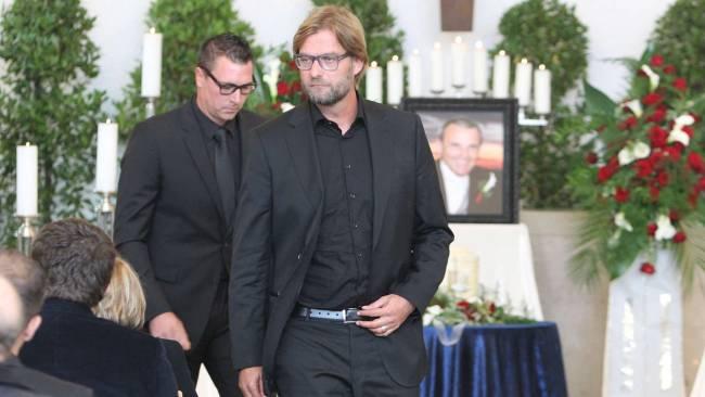 كلوب يشارك في جنازة مدربه السابق فرانك