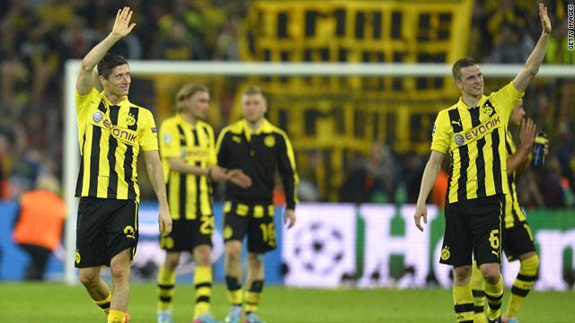 إدارة دورتموند تصرف مكافآت بقيمة 2.2 مليون يورو بحال تأهل الفريق