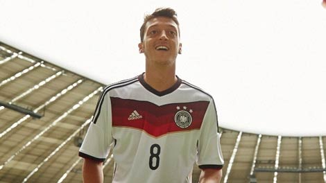 مسعود أوزيل يرشح المانيا لكأس العالم