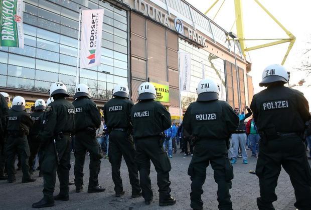 وزير الداخلية هنتر يقلل عمل الشرطة في البوندسليغا
