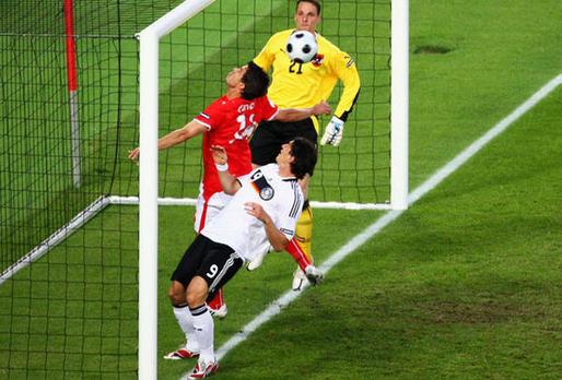 الكراهية بين ماريو غوميز وجماهير المانيا بدأت من يورو 2008