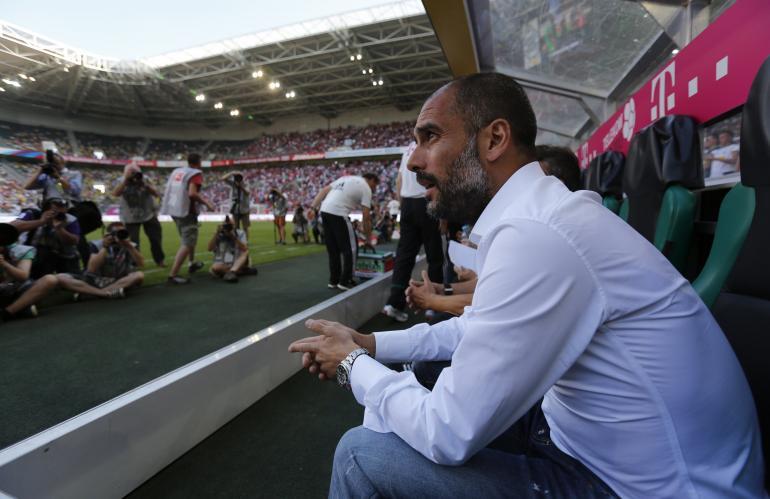 غوارديولا يتعاطف مع اللاعبين بسبب ضغط المباريات