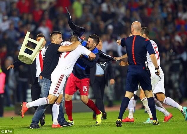 مشاجرة بين لاعبي صربيا وألبانيا