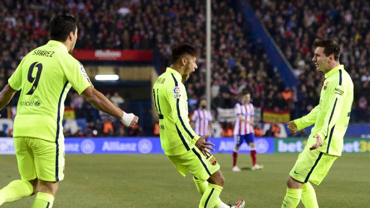 فرحة لاعبي برشلونة بتسجيل الهدف في شباك أتلتيكو مدريد