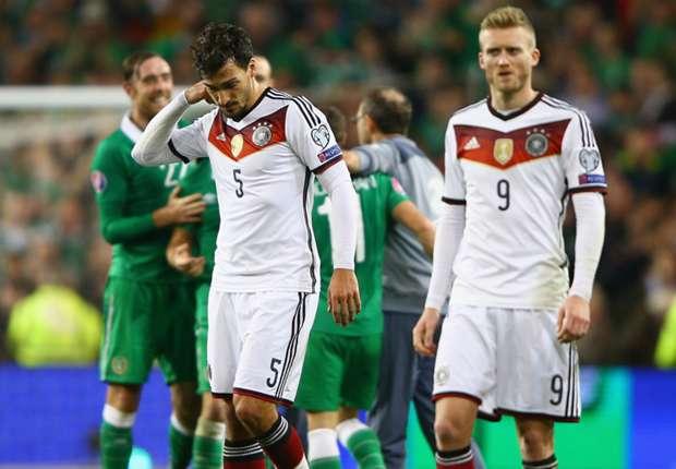 حزن لاعبي المنتخب بعد الخسارة من إيرلندا
