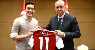 أردوغان يدافع عن أوزيل